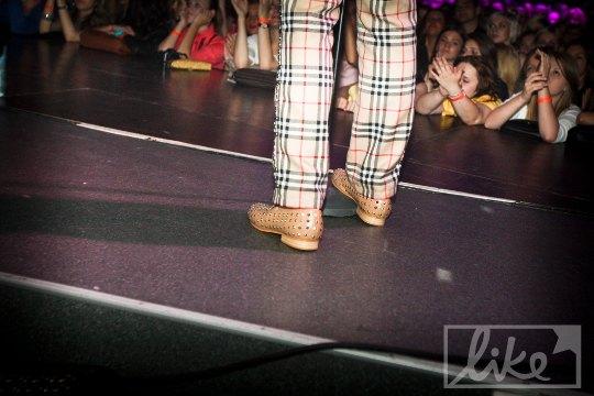 Иван Дорн в обуви от Christian Louboutin