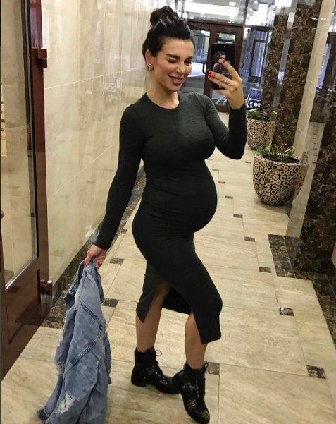 Анна Седокова призналась, что ждет рождения сына