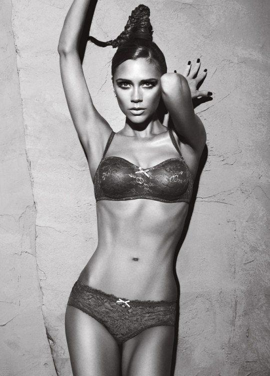 6 место: Виктория Бекхэм в рекламной кампании Armani-2009