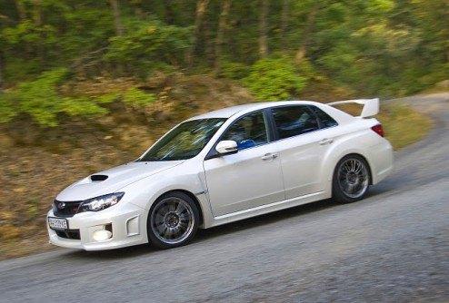 Спортивный автомобиль Subaru WRX STI