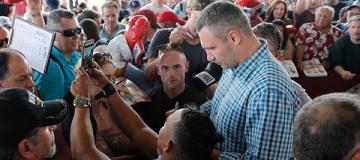 Ради автографа Виталия Кличко американцы выстраивались в длинные очереди