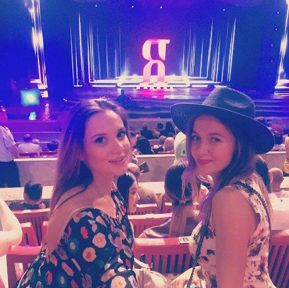 Галина Безрук и харьковчанка Анастасия Прудиус (справа) решили в этом году представлять Украину на конкурсе в Сочи