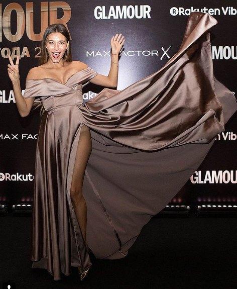 Регина Тодоренко решила показать, что у нее под платьем