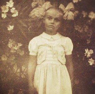 В детстве Алена Водонаева выглядела слегка пугающе