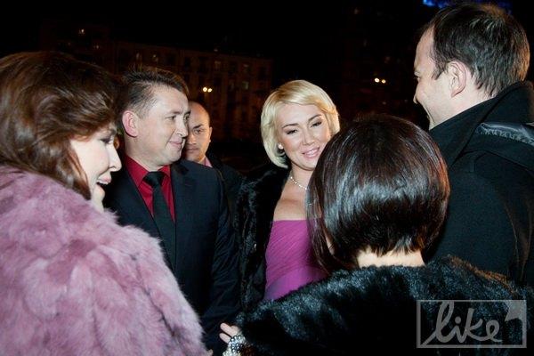 У входа Мельниченко с Розинской поговорили с Маричкой Падалко и Егором Соболевым