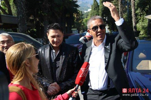 Сами Насери в оккупированном Крыму наградил таксистов