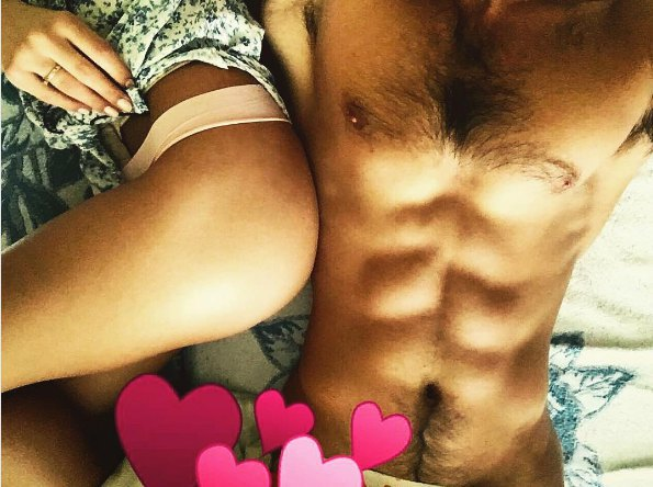 Виталий Козловский с удовольствием демонстрирует себя в постели с любимой