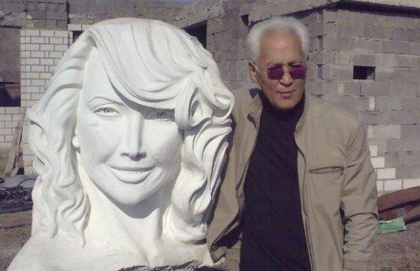 Казахстанский скульптур Гамал Сагиденов