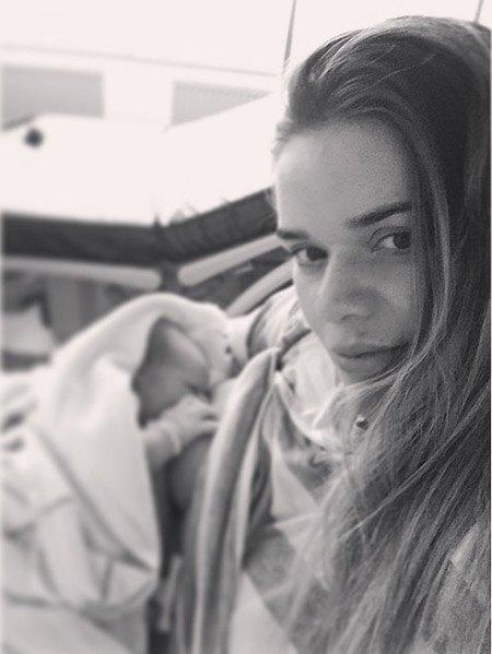 Юлия Воронина с новорожденным сыном
