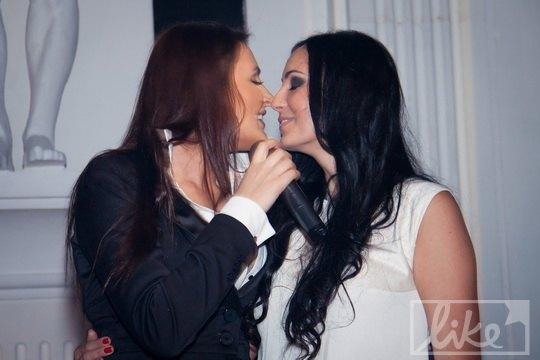 Певица Мила Нитич спела для именинницы