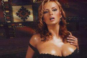 Жених Семенович попросил ее уменьшить грудь