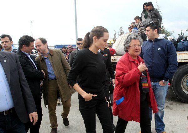 Анджелина Джоли в порте Пирей, Греция
