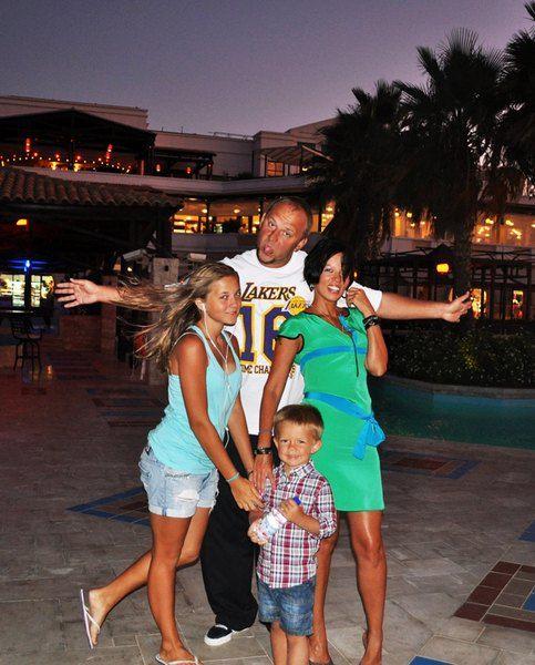 Потап и Ирина Горина с дочкой и сыном