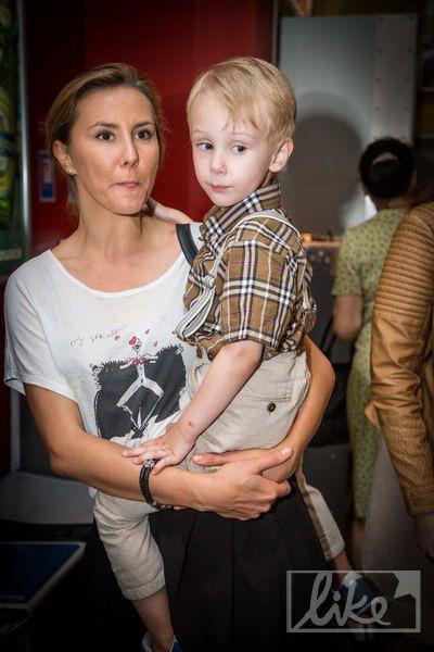 Жена Семена Горова с сыном Иваном