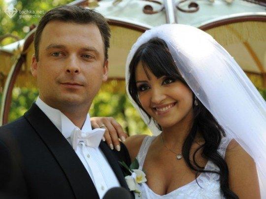 """Влюбленные """"экстренно"""" поженились 6 сентября, из-за чего Алину считали беременной"""