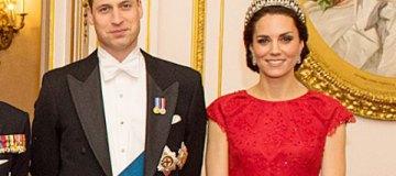 Принц Уильям и Кейт Миддлтон с детьми на рождественской открытке