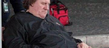Жерар Депардье оказался в инвалидной коляске