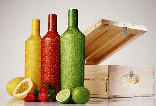 Чтобы подчеркнуть и выделить фруктовую составляющую водки, дизайнеры обернули бутылку в этикетку имитирующую кожу фрукта. Удалить этикетку все равно, что очистить фрукт от кожицы