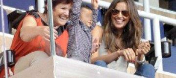 Ирина Шейк пришла на футбол с внебрачным сыном Роналду