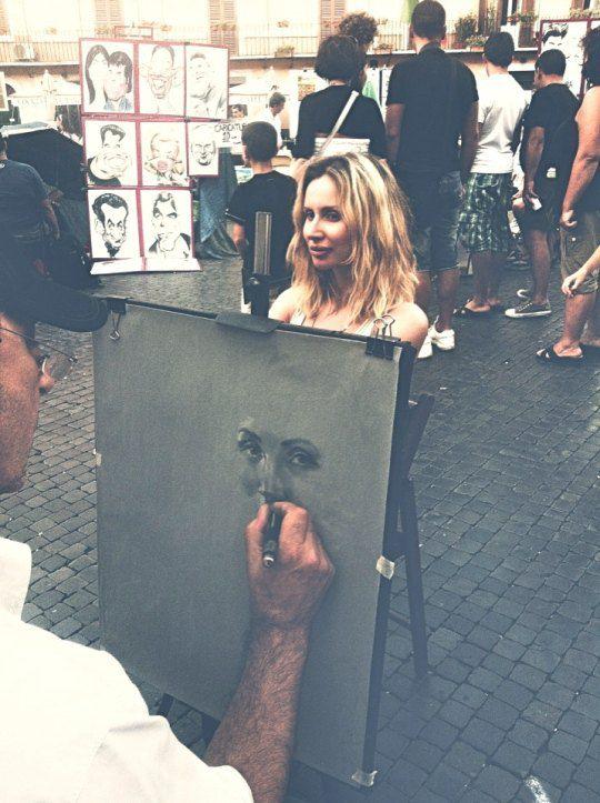 В одном ресторане в центре Рима LOBODА познакомилась с художником, который уговорил певицу нарисовать ее портрет.