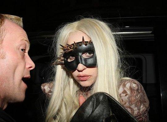 Леди Гага любит эпатировать публику своими нарядами