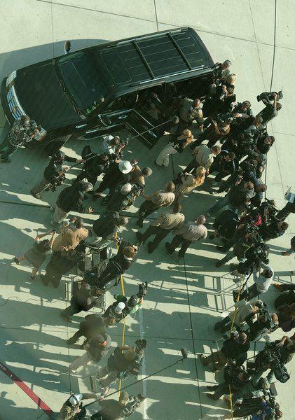 Линдси Лохан возле автомобиля в аэропорту