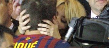 Шакира расцеловала футболиста
