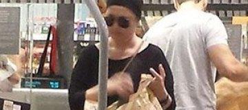 Папарацци застали Жанну Фриске в супермаркете