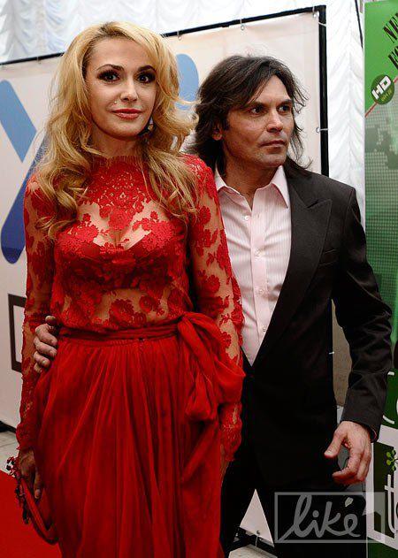 Актриса Ольга Сумская в платье от Юлии Айсиной с мужем Виталием Борисюком