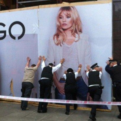 """""""Убийственный"""" билборд с Кейт Мосс"""