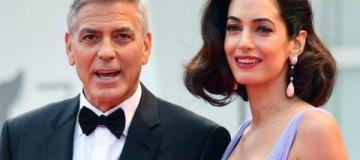 Джордж и Амаль Клуни впервые вышли в свет после рождения двойни