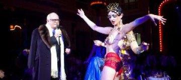 Михалков отплясывал с полуголыми танцовщицами