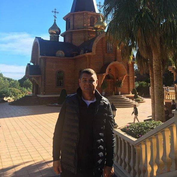 В день, когда Анна родила, Онищенко похвастался в соцсети снимком из церкви в Испании