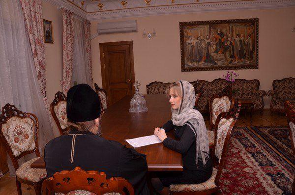 Алена Березовская на интервью с Митрополитом Антонием
