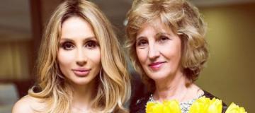 Мать уехавшей в Россию Лободы сдала депутатский мандат