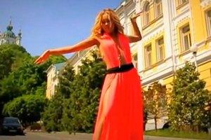 Alyosha продала платье фанатке за $320
