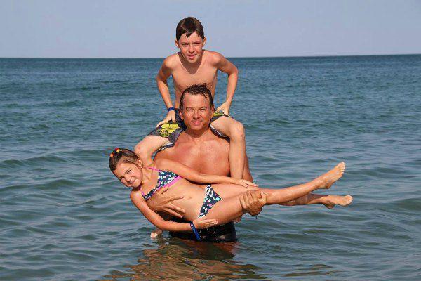 Тимофей Нагорный с дочкой Каролиной и сыном Вадимом