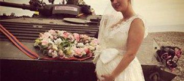 Беременная Анна Семенович вышла замуж