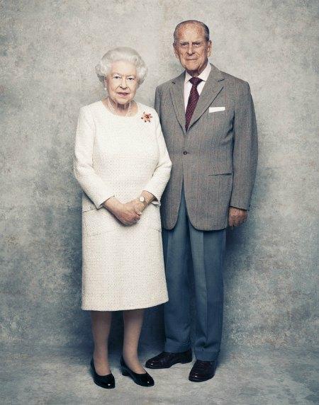 91-летняя Елизавета II и 96-летний принц Филипп отмечают платиновую свадьбу