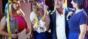 Жена путинского спикера вышла в свет в вышиванке и венке с желто-голубыми лентами
