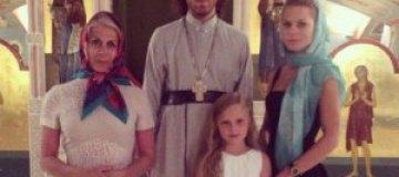 Фреймут сводила маму с дочкой в монастырь
