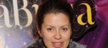 Беременная Боня вышла в свет без макияжа