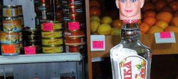 Голову Тимошенко насадили на бутылку водки