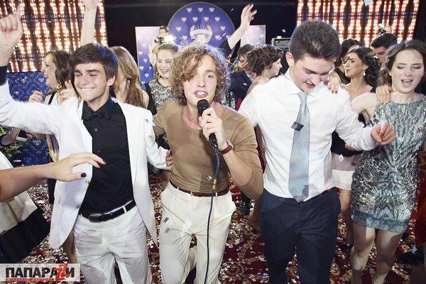 Выпускники танцевали вместе с Матиасом