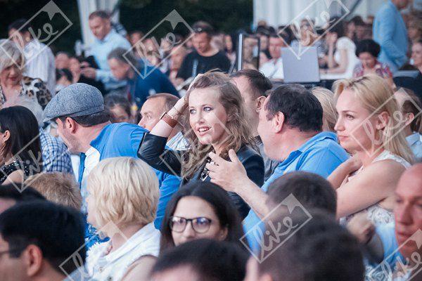Ксения заняла место возле Михаила Фридмана