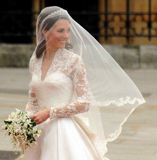 Дизайнер свадебного платья Кейт Миддлтон удостоилась первой премии Harper's Bazaar