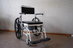 Немецкая полиция задержала пьяную пенсионерку в инвалидном кресле