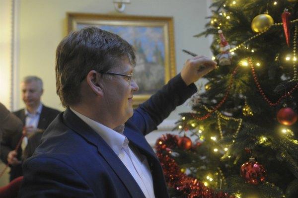 Павлу Розенко, похоже, праздник по душе