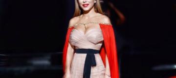 Ани Лорак в королевском наряде стала певицей года в России