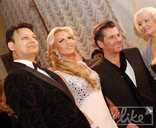 Основатель премии YUNA Мохаммад Захур, его жена певица Камалия, экс-солист группы Modern Talking Томас Андерс и мама Камалии